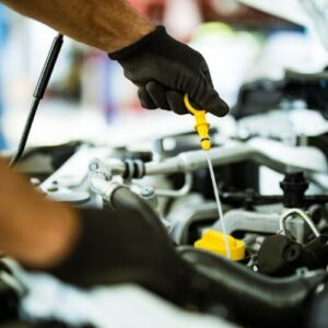 How to perform manual oil level inspection